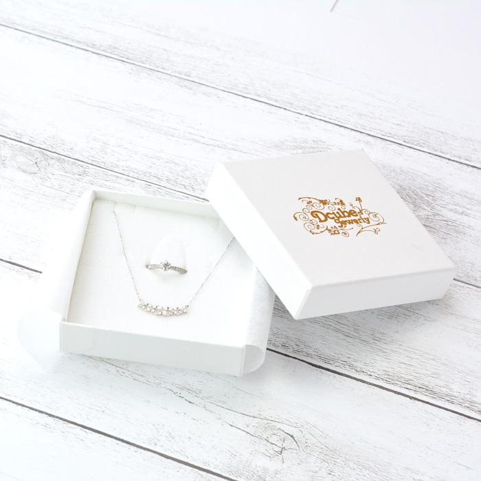 指輪とネックレス