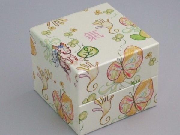宝石箱のような馬油石鹸用ギフトケース
