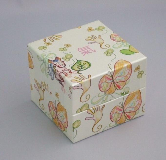 宝石箱のような馬油石鹸用ギフトケースのサムネイル