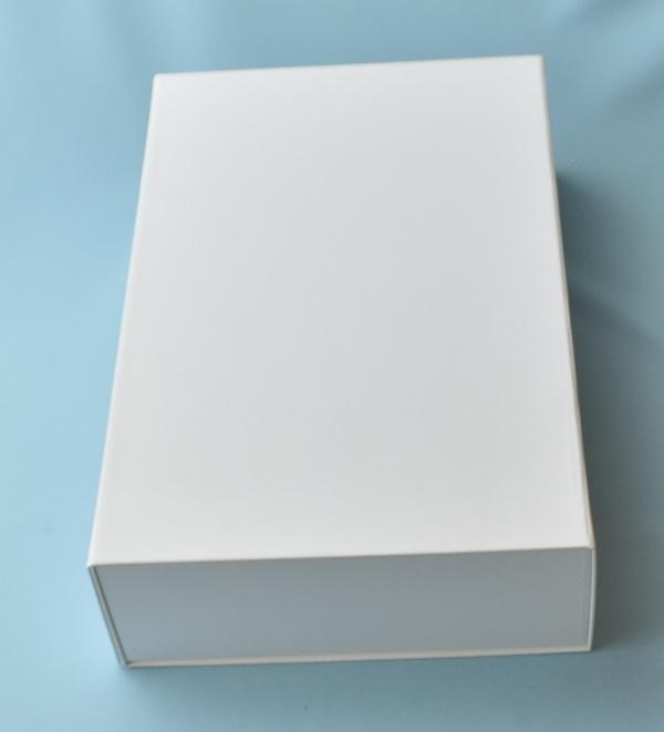 折りたためる貼箱?今までの常識を変えました。そして、マグネットも付けました。