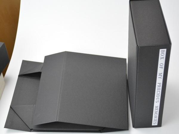 ブック式折り畳みマグネット装着貼り箱