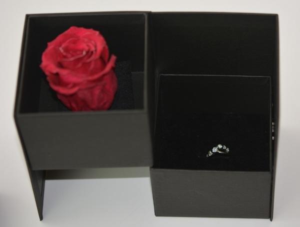 2段式回転貼箱の花とジュエリー・花と焼き菓子ギフト、様々な活用を実現。